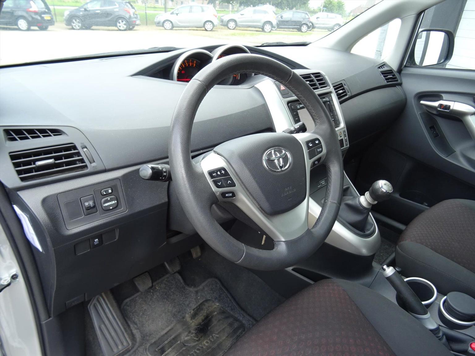 Toyota-Verso-8